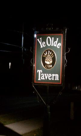 YE OLDE TAVERN: Look for this sign when in Manchester,VT