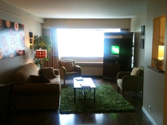 Rosellen Suites At Stanley Park: lovely living room