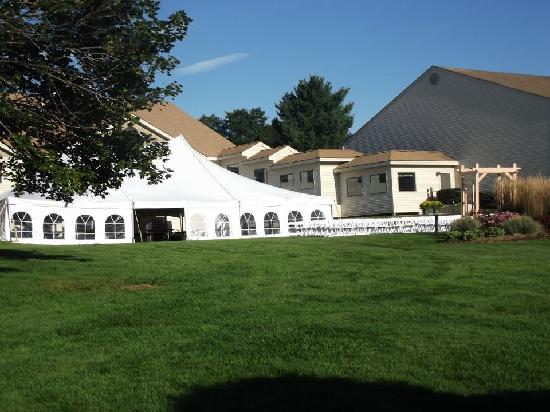 Fox Ridge Resort : Outdoor tent set up