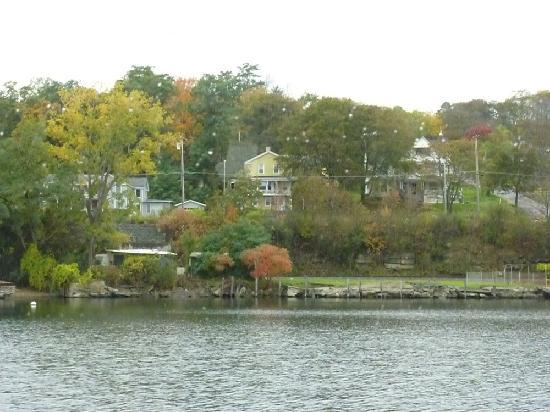 Captain Bill's Seneca Lake: Homes along Seneca lake