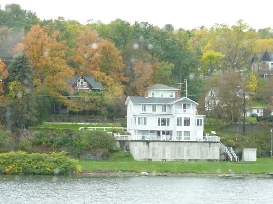 Captain Bill's Seneca Lake: Another nice house