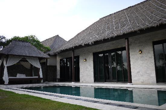 Ocean Blue Bali: villa的外面泳池