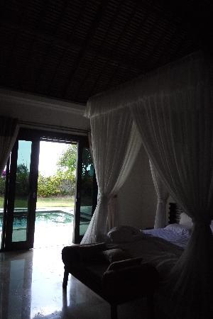 Ocean Blue Bali: villa臥室