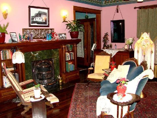 Alaska Heritage House: Living Room