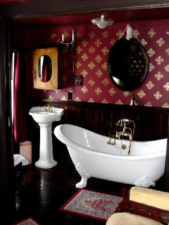 Alaska Heritage House: Double Slipper Tub