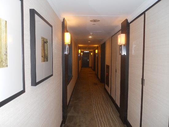 เอตัน สมาร์ท ฮ่องกง: hallway