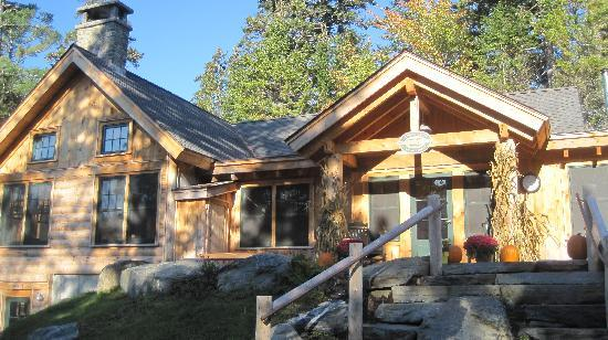 Gorman Chairback Lodge and Cabins: Front of the main lodge
