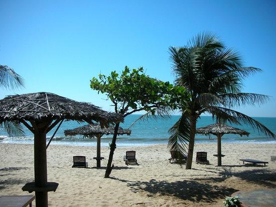 Indochina Dreams: beach at your door