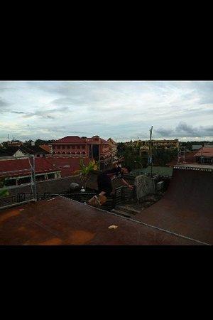 X Bar: 6ft rooftop halfpipe