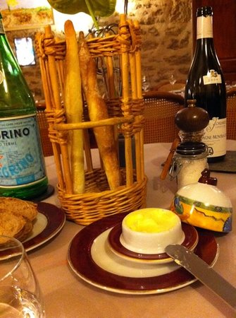 Auberge des Chenets : the amazing flutes with butter