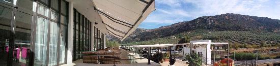 Dona Mencia, Испания: Vistas y hotel