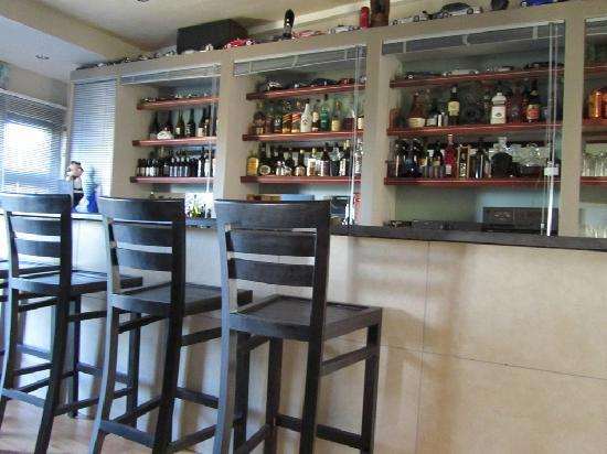 Sunset Decks Guesthouse: Bar