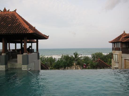Mercure Kuta Bali: the infinity pool