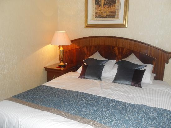 Classic Guest House: bed