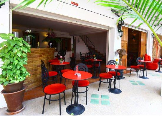 Rendez Vous Hotel: Terrace