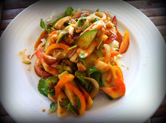 Jang's Thai Kitchen: Mixed veggi salad w/ seafood