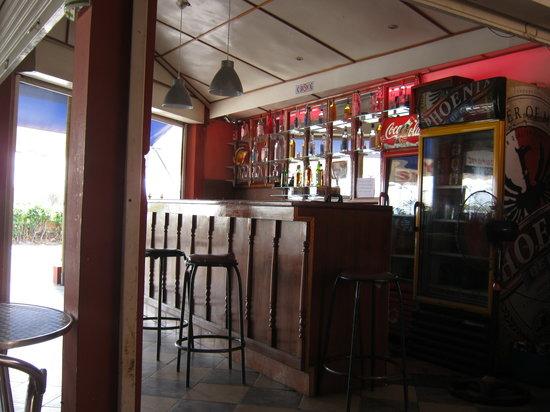 Symon's Restaurant: bar esterno