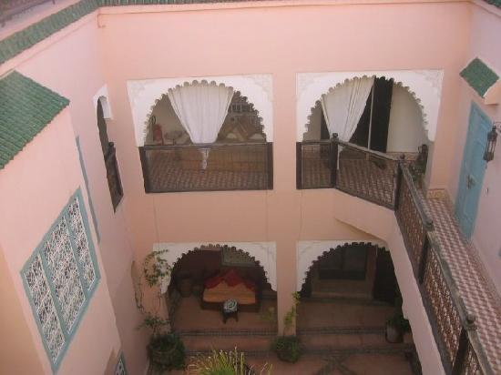 Riad Nakhil: the patio by day