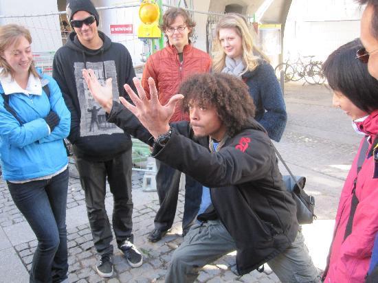 Mike's Bike Tours: Tony depicting the glockenspiel jousting scene