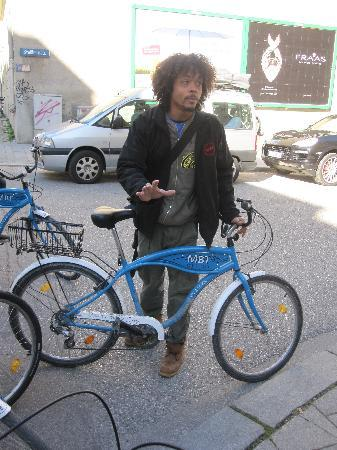 Mike's Bike Tours: Tony explain that this is a bike and making sure everyone can ride a bike