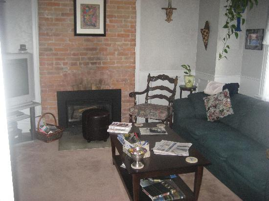 Ambiance Bed and Breakfast: Communal lounge