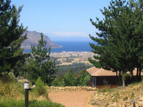 Lalapanzi Lodge: View over False Bay