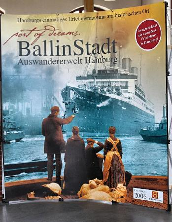 BallinStadt - Port of Dreams: Bild in der Eingangshalle