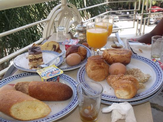 Zahrat al Jabal: room balcony they can bring breakfast in bed