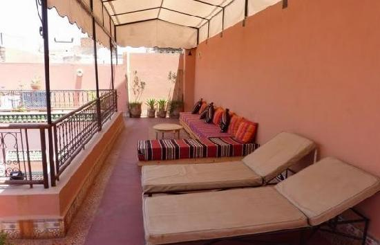 Riad Nakhil: Top floor sunbathing/lounge area.