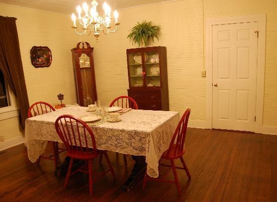 The Bed and Breakfast at Peace Hill Farm: Dining