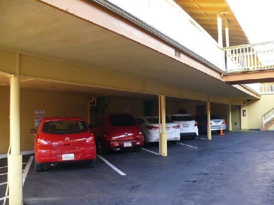 Geary Parkway Motel: just 9 parking spots for 20 rooms!