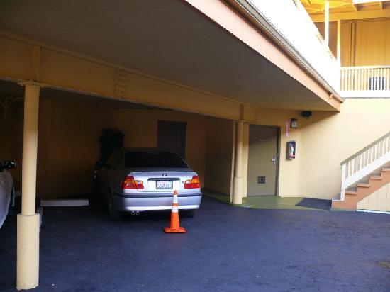 Geary Parkway Motel: Owner`s BMW at Double parking