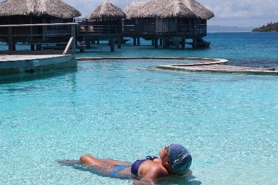 Sofitel Bora Bora Marara Beach Resort : the pool