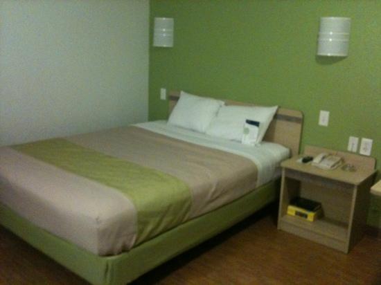 Motel 6 Ft. Worth East: inside of upstairs room