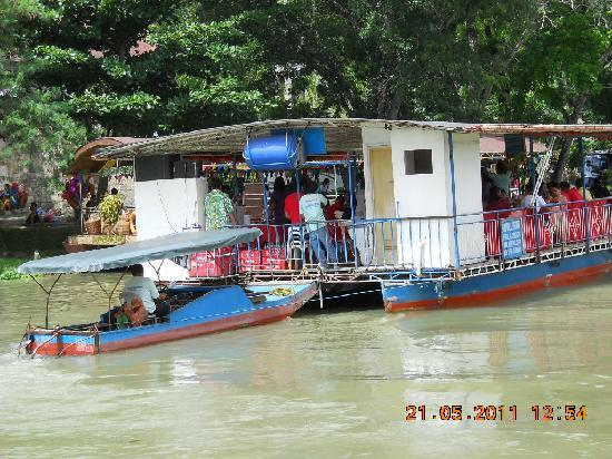 Bohol Beach Club: River cruise with buffet lunch included
