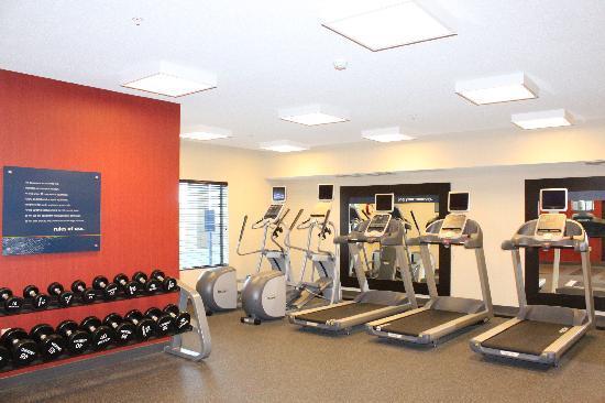 Hampton Inn & Suites Marshalltown: enjoy our free PreCor fitness center