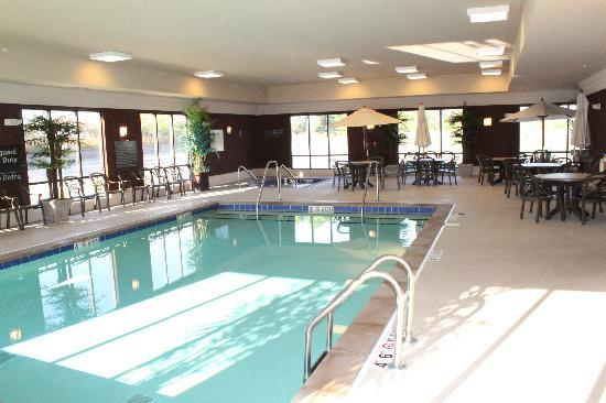 Hampton Inn & Suites Marshalltown: our pool and hot tub are just the right thing to help you unwind at the end of your day