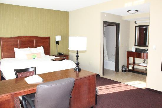 Hampton Inn & Suites Marshalltown: we have suites to suit your special needs