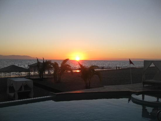 Casa Velas : Sunset at the Beach Club