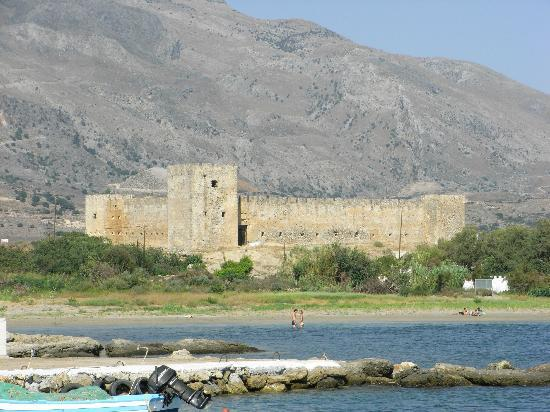 Flisvos Taverna: The castle which gives Frangokastelo its name