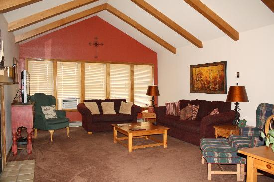 Ferringway Hotel Condominiums: Great room in two bedroom 2 1/2 bath