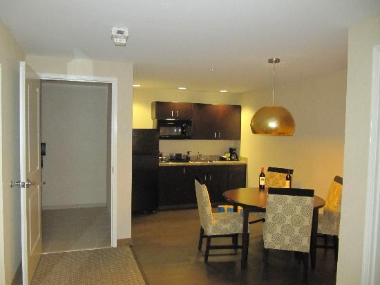 Hilton Garden Inn Eugene / Springfield: Kitchen area
