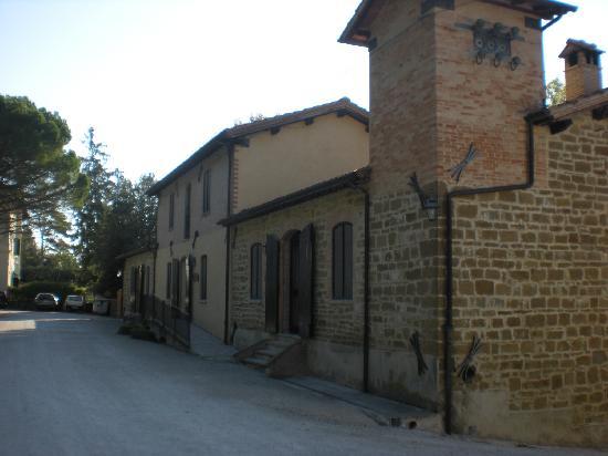 Tenuta Di Fassia: La struttura con il ristorante...