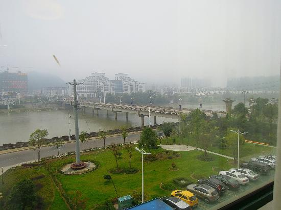 Bojing Daisi Hotel: looked outside (Huangshan Days Suites)