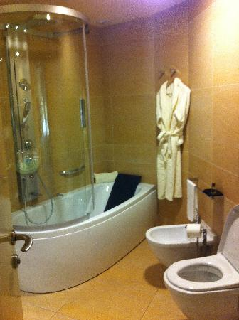 Il Boscareto Resort & SPA: bathroom