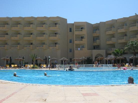 Houda Yasmine Hammamet: the pool and hotel