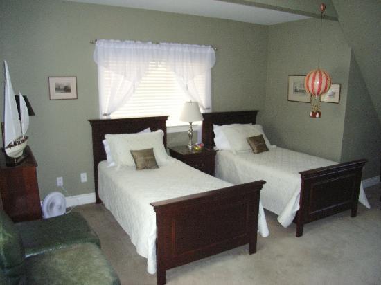 Walnut House B&B: Chisholm Room/twin bedded