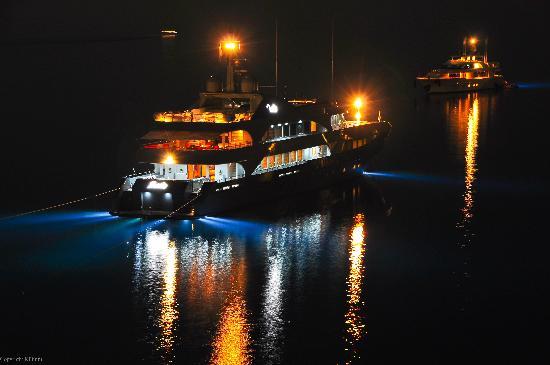 Nissaki Boutique Hotel: ships in the night