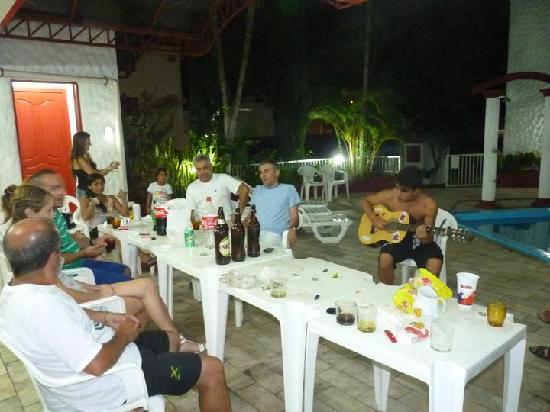 Hotel Residencial Sol e Mar : Fiesta en la Piscina