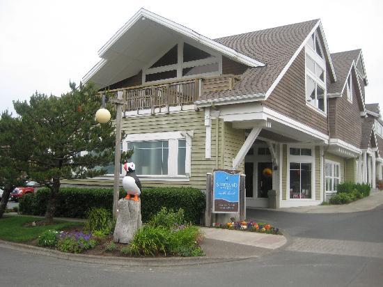 Surfsand Resort: resort entrance